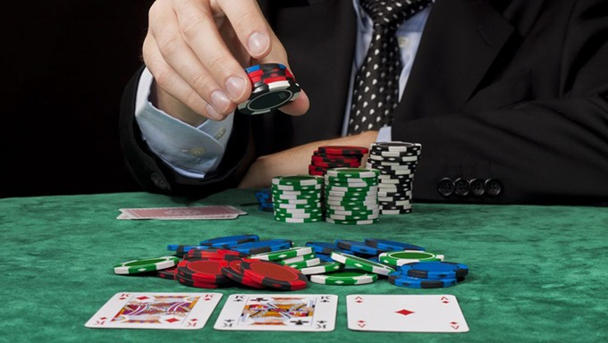 Explore the online poker world and have an amazing gaming experience